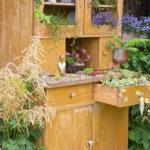 Möbel-Upcycling: Schöner Gartenschrank aus einem altem Küchenbuffet