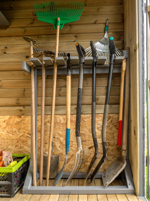 Gartengerätehalter aus Holz